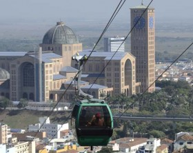 Aparecida inaugura teleférico para transporte de romeiros até o Morro do Cruzeiro.