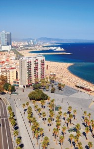 Barceloneta, a praia mais famosa da capital catalã.