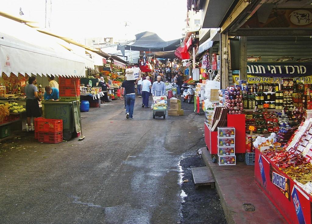 No mercado Shuk HaCarmelfica, no coração de Tel Aviv, há um pouco de tudo. FOTO: ROBERTO MAIA