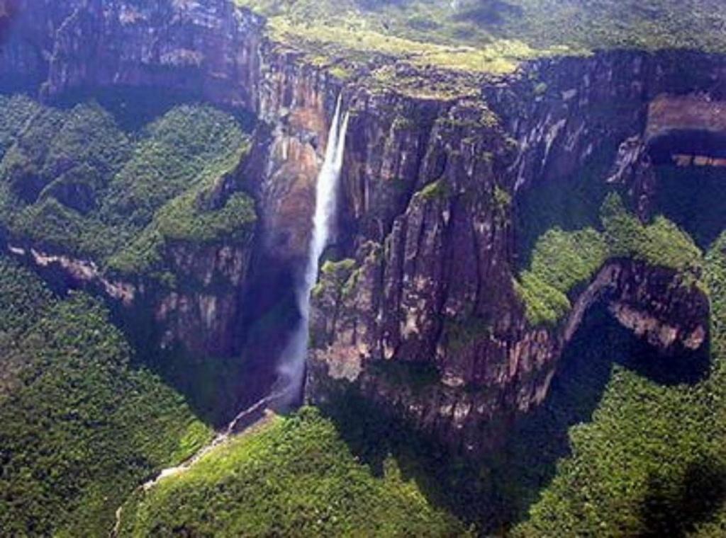 Salto del Angel (980 m.)