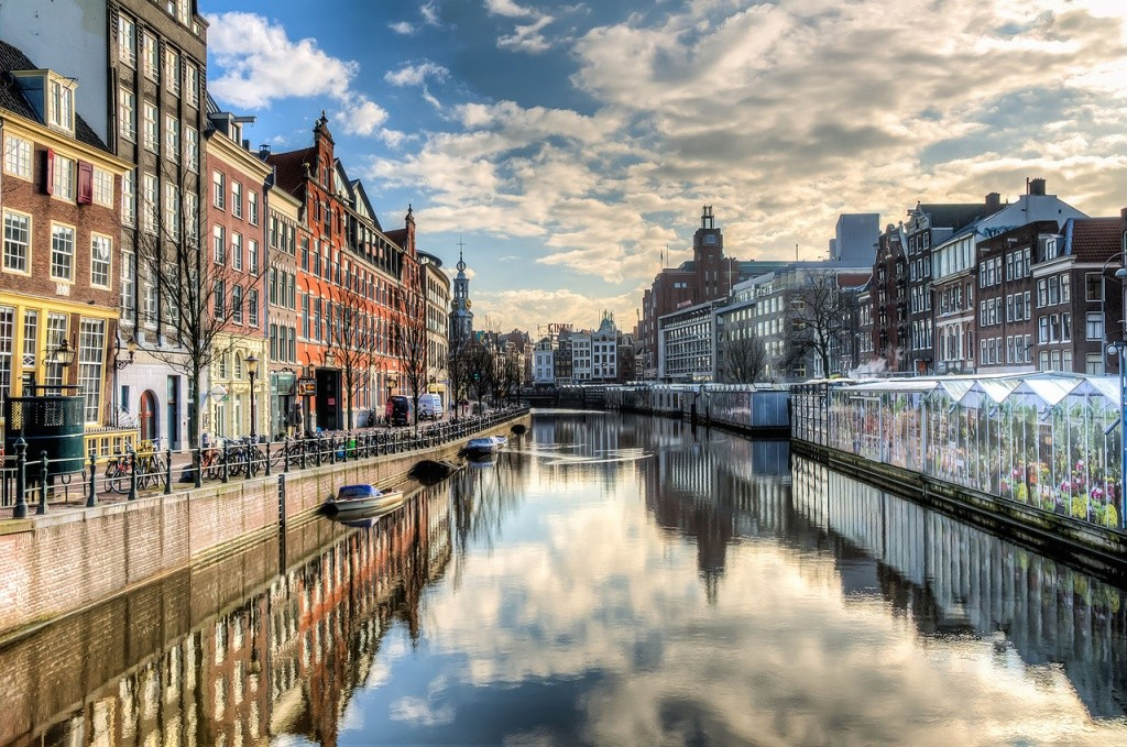 1280px-Amsterdam_-_the_Canal_Ring_(8652262148)