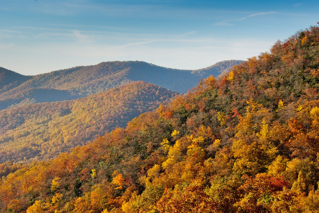 1280px-Fall_colors_from_the_Blue_Ridge_Parkway_just_south_of_Ashville commons