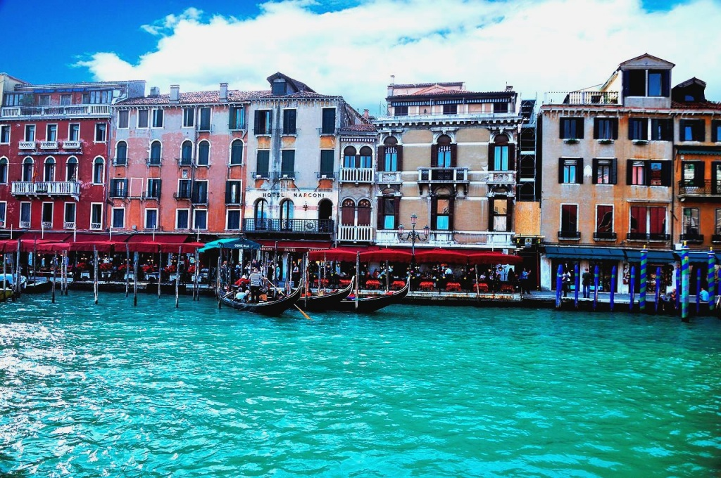 1280px-Grand_Canal_-_Rialto_-_Venice_Italy_Venezia_-_Creative_Commons_by_gnuckx_(4969446627)