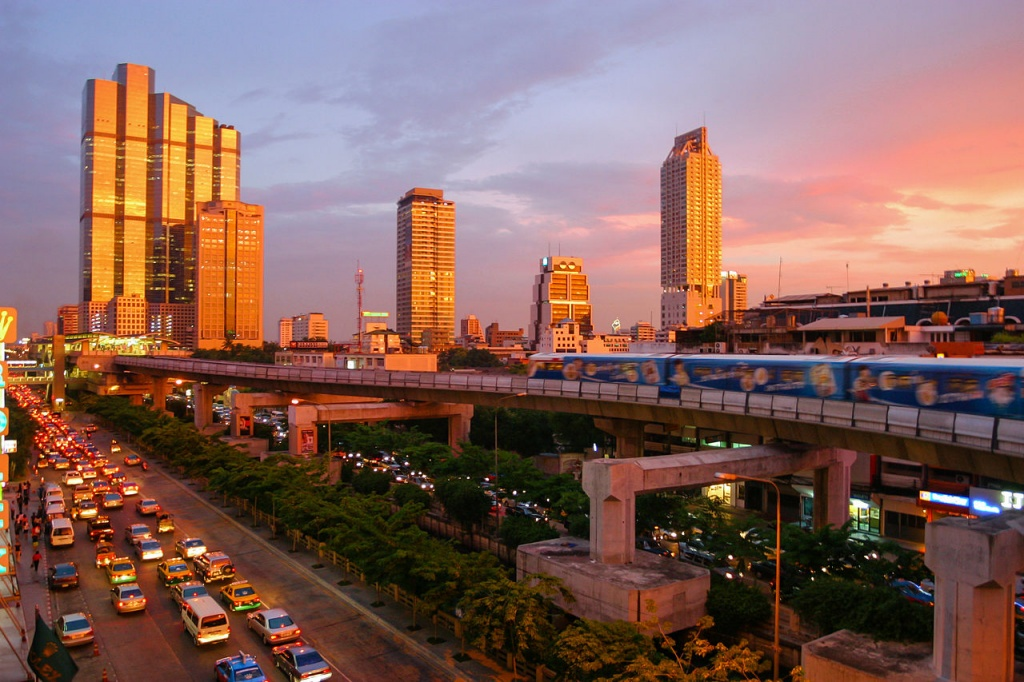 Bangkok_skytrain_sunset commons wiki