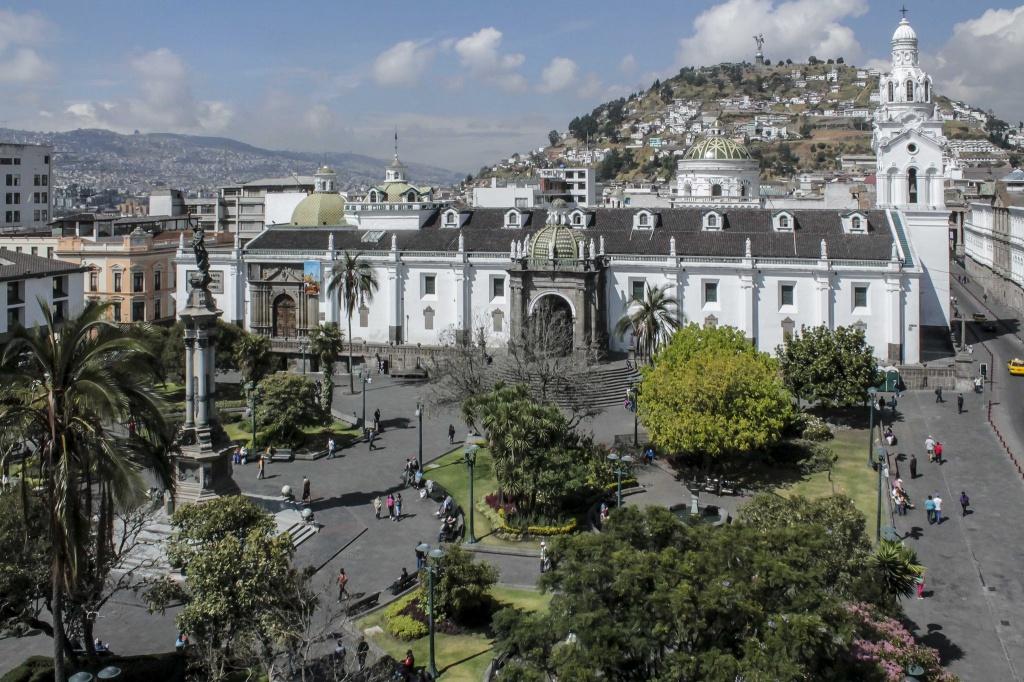 Plaza Grande - Centro Historico - Quito Turismo