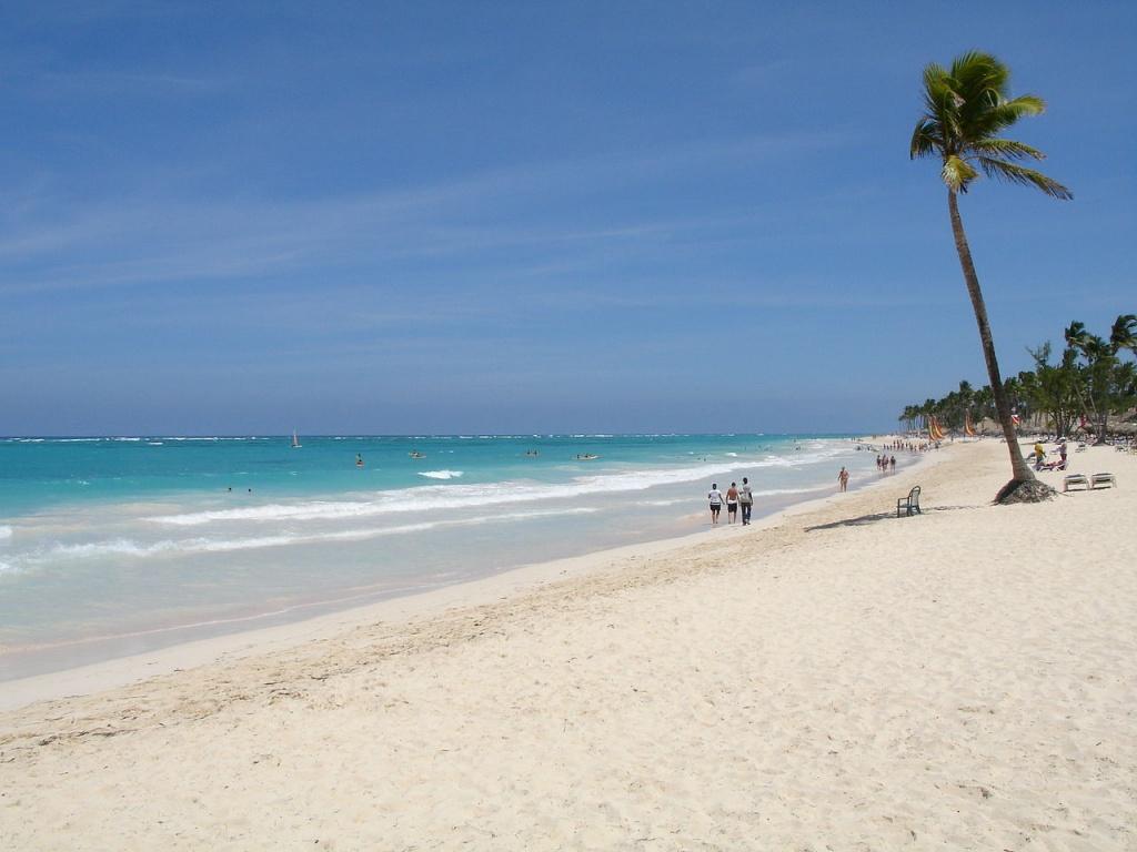 1280px-Playa_Bavaro punta cana caribe commons