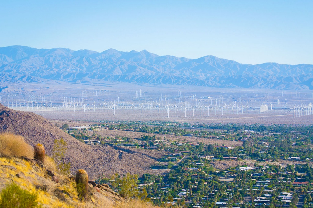 1280px-Wind_Farm_(Palm_Springs,_California) commons