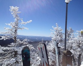640px-View_from_Mount_Killington_with_skis,_near_where_the_K1_gondola_disembarks