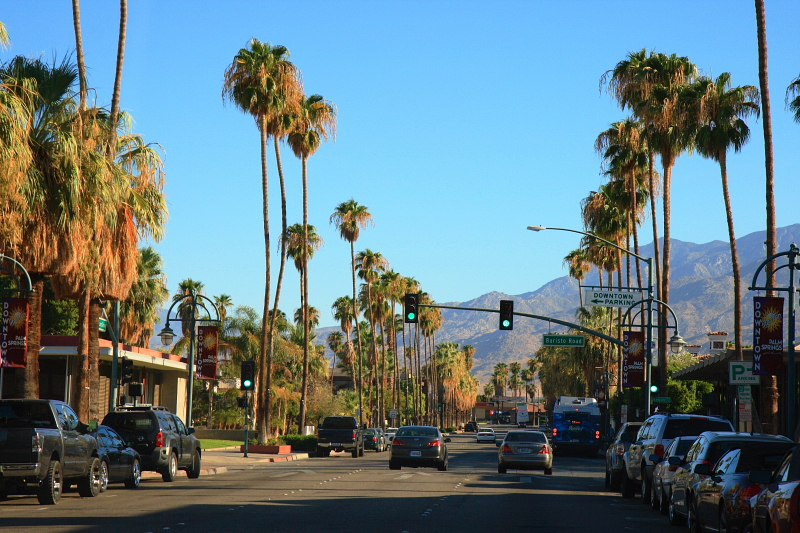 Downtown_Palm_Springs_CA commons