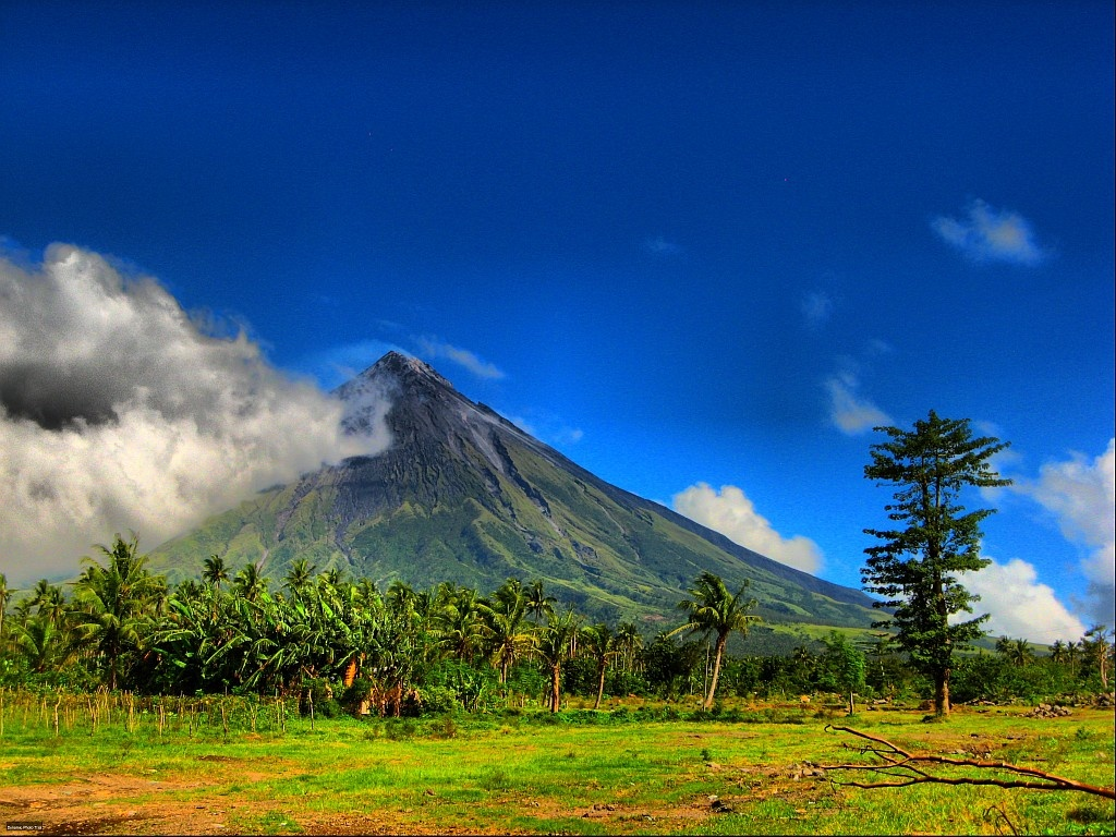 Mayon_Philippines commons