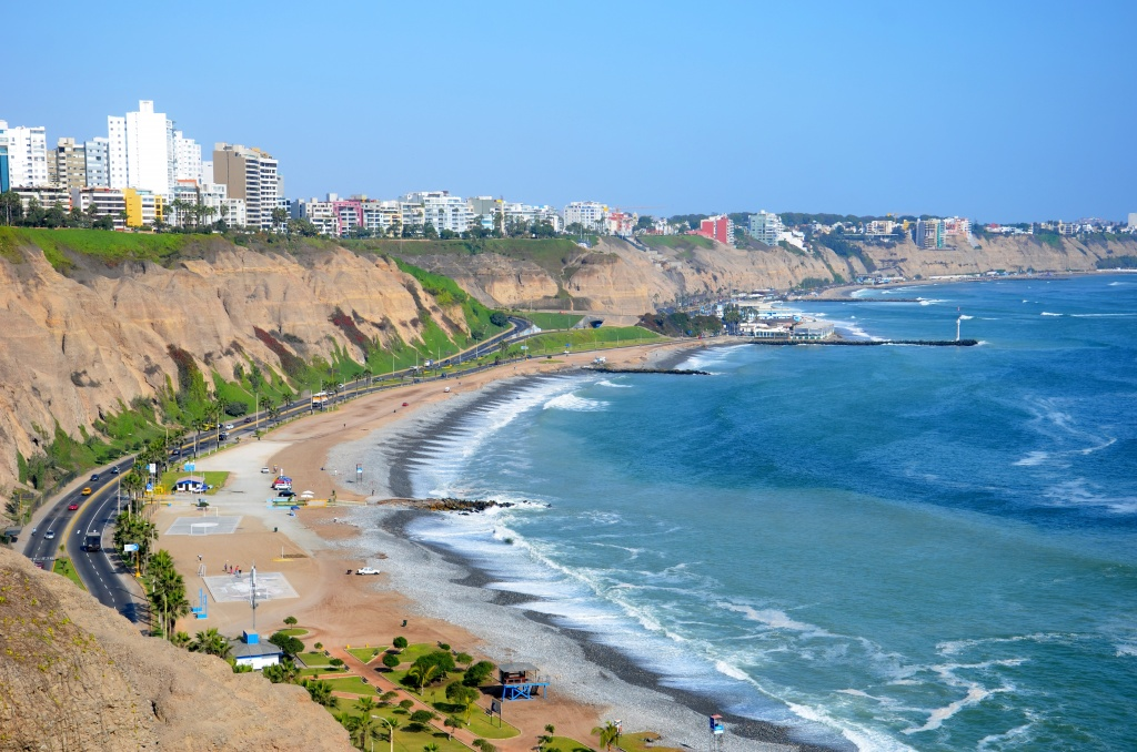 Miraflores_Costa_Verde_Skyline_(Lima,_Peru) commons