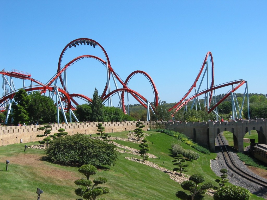 Rollercoaster_dragon_khan_universal_port_aventura_spain