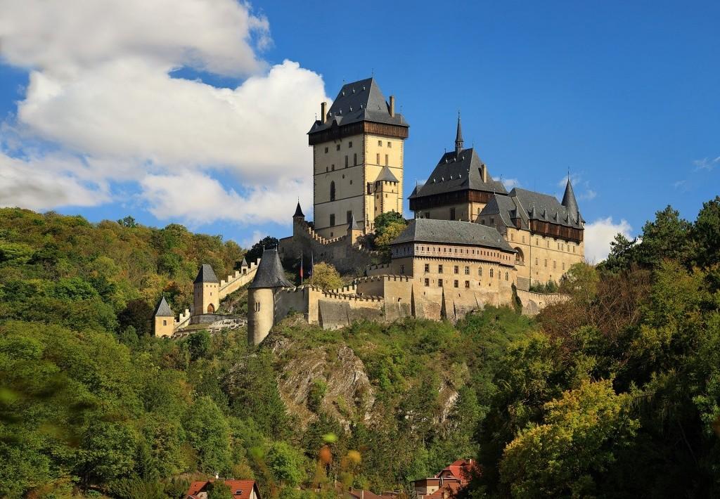 Castelo de Karlstjen, cercanias de Praga (foto via divulgação)