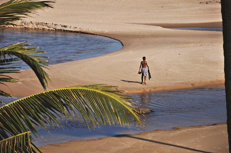 Rio e mar se fundem em Imbassaí Foto por Tereza Torres - SETUR