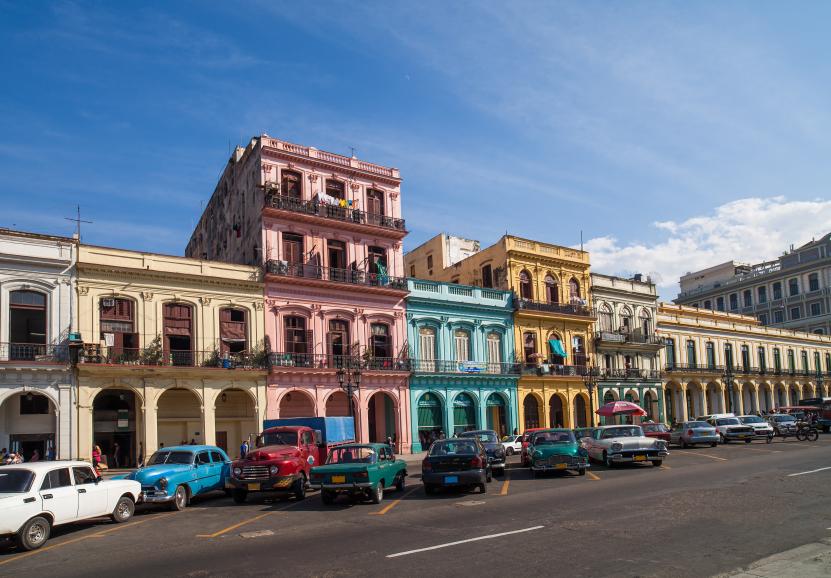 Karibik Kuba Havanna Gebäude an der Hauptstrasse
