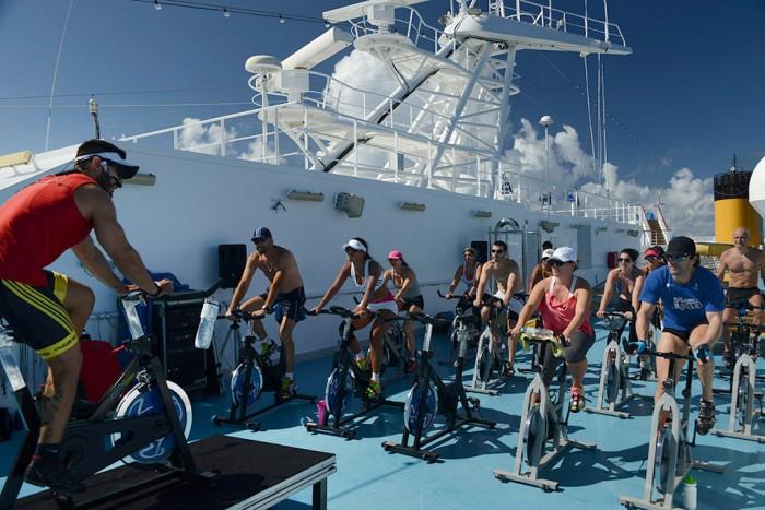 286515_614558_aula_de_bike_durante_o_cruzeiro_fitness__da_costa