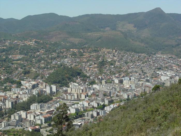 Cidade de Nova Friburgo, na regi?o serrana do estado do Rio de Janeiro, vista de cima do morro do telef?rico