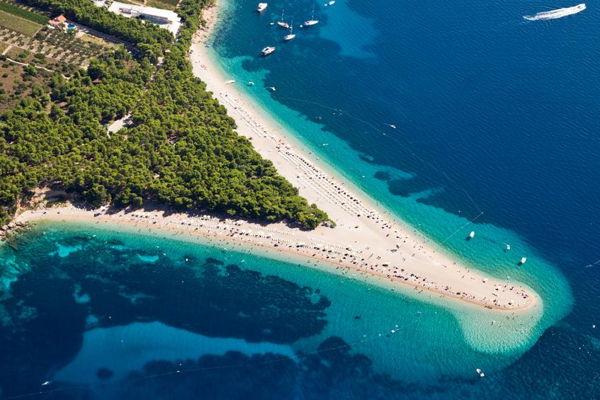 Zlatni Rat: Uma lingueta de areia avança no mar e muda de acordo com o ângulo que se olha.