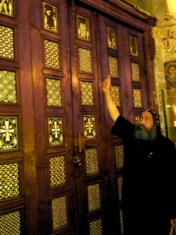 "Monge do mosteiro de El Surian explica os diagramas da ""Porta de Profecias"": mistérios do Vale do Natrun"
