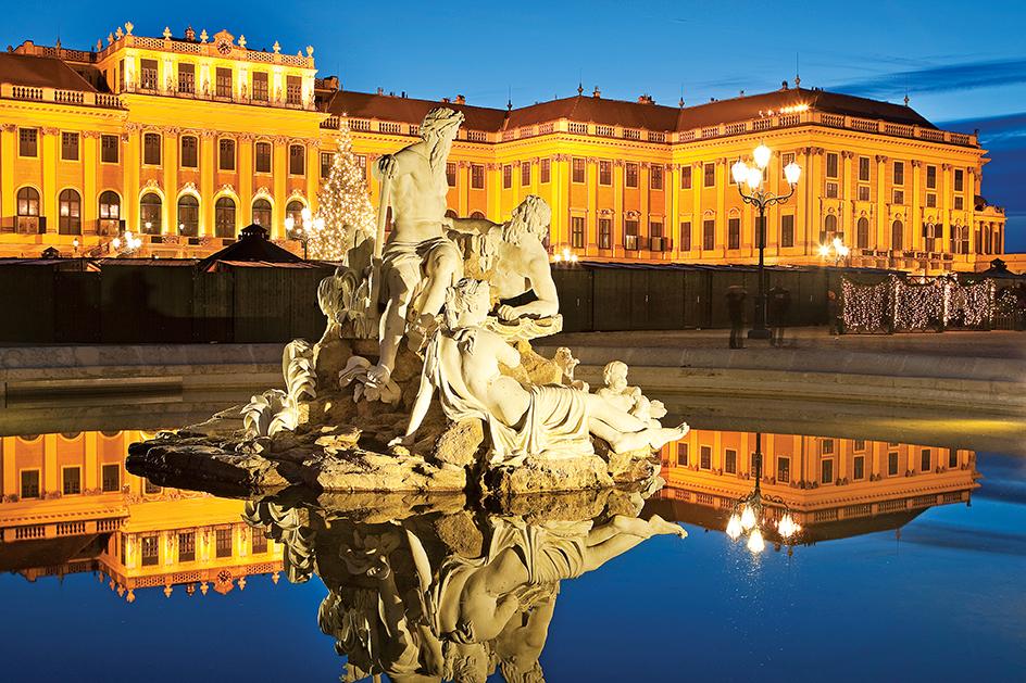 O Palácio de  chonbrunn tem grande importância para história de Viena; o lugar é Patrimônio cultural da Humanidade pela UNESCO desde 1996.