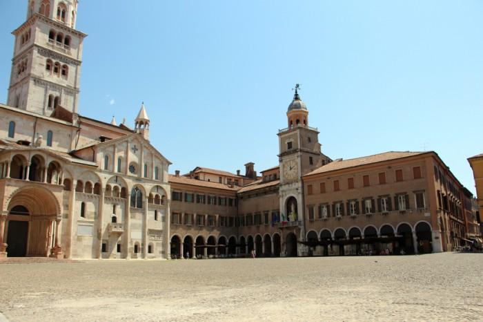 modena . duomo and town hall ( palazzo comunale)