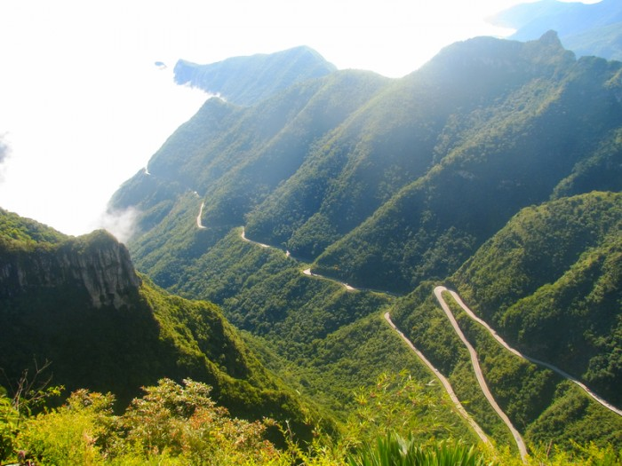 Rio do Rastro mountain road (more than 1421 m of altitude) is located in Santa Catarina, a state on southern Brazil. This road runs through the forest with ascents and steep curves of 180 °. In total there are 284 curves and connects the coastal region and the highlands.