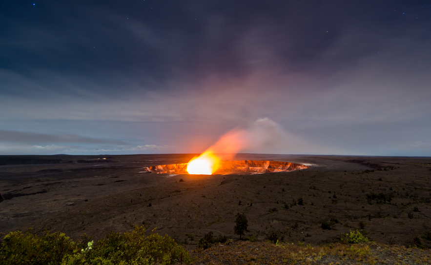 Halemaumau Crater and star in Night time