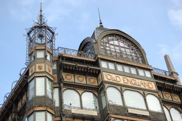 Ancien magasin Old England transformA en MusAe des Instruments de Musique, Bruxelles