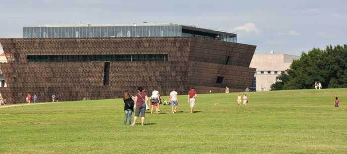 smithsonian-nmaahc-washington-monument-grounds-people-washington-monument-closeup-museum-of-african-american-history-culture_0