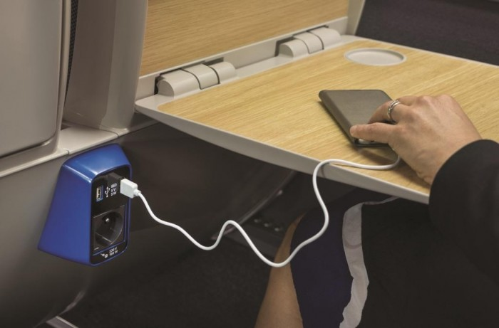 segunda-classe-oferece-mesas-equipadas-com-tomadas-e-portas-usb-e-wifi_credito-sncf-mediatheque-jean-claude-thuillier
