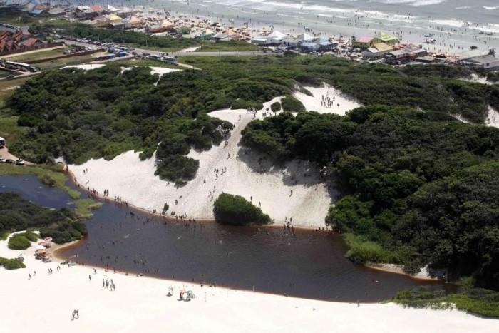 lago-da-coca-cola-na-praia-do-atalaia-rodolfo-oliveira-agencia-para