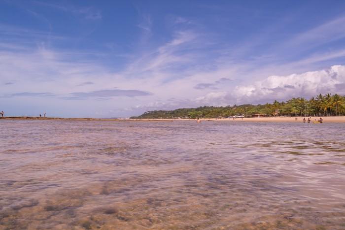 Praia do Mucugê - Arraial d'Ajuda, Porto Seguro, Bahia, Brasil, Praia repleta de piscinas naturais com águas cristalinas, ótima para para banhos e prática de esportes náuticos.
