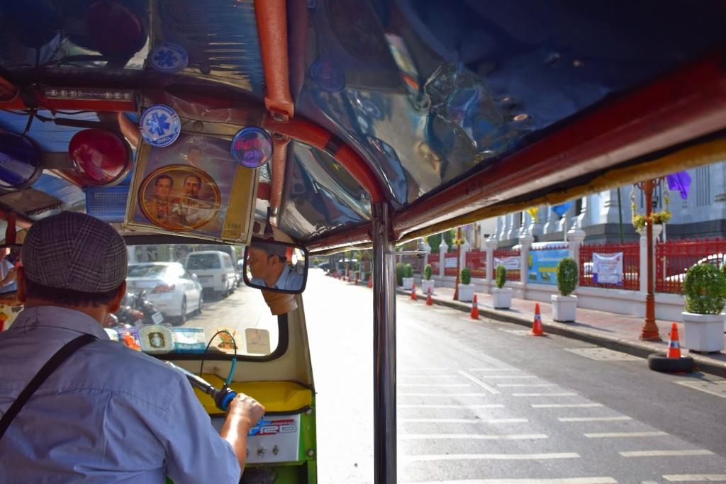 De tuc-tuc pelas ruas de Bangkok, Tailândia