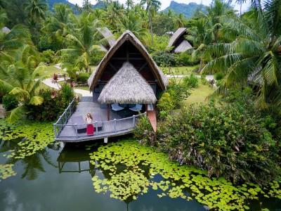 Bangalôs sobre o lago do Hotel Maitai Lapita Village | Créditos: divulgação