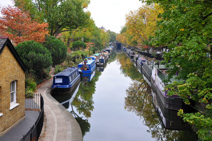 Horizontal view of Regent's Canal in Little Venice.
