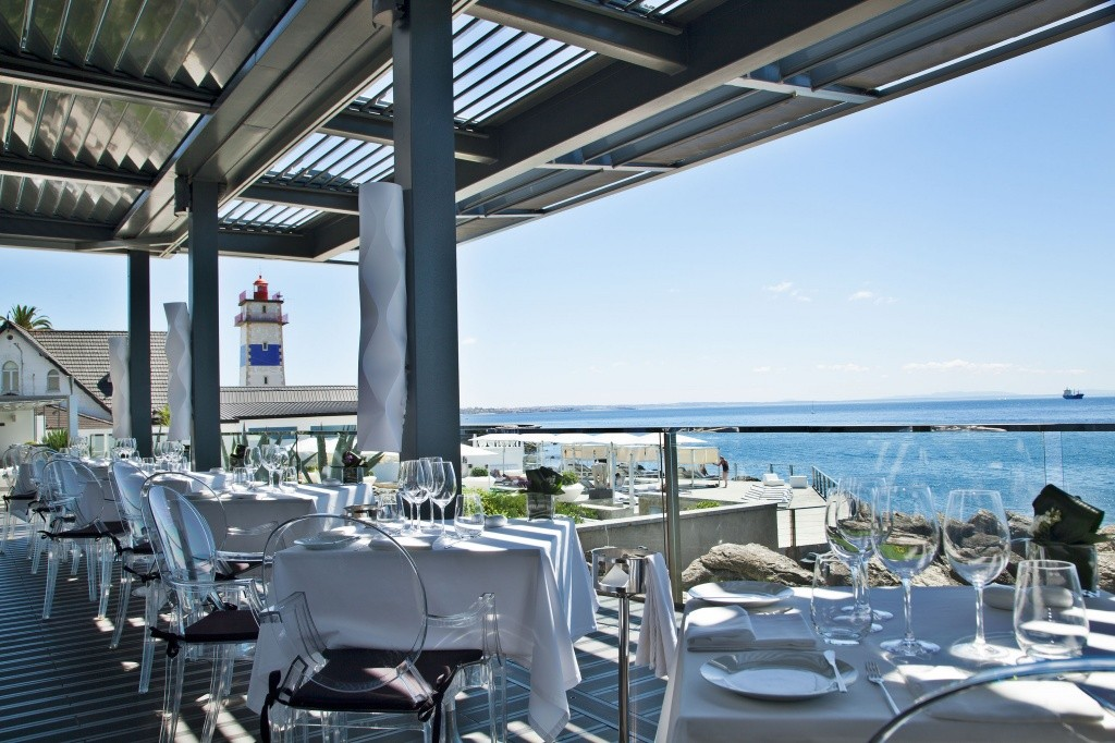 hotel-farol-the-mix-restaurant-terrace-3