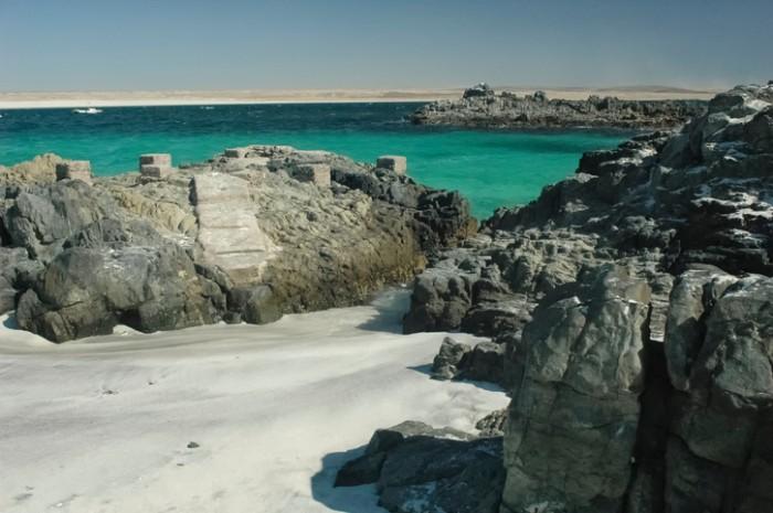 View of the turquoise waters of Bahia Inglesa