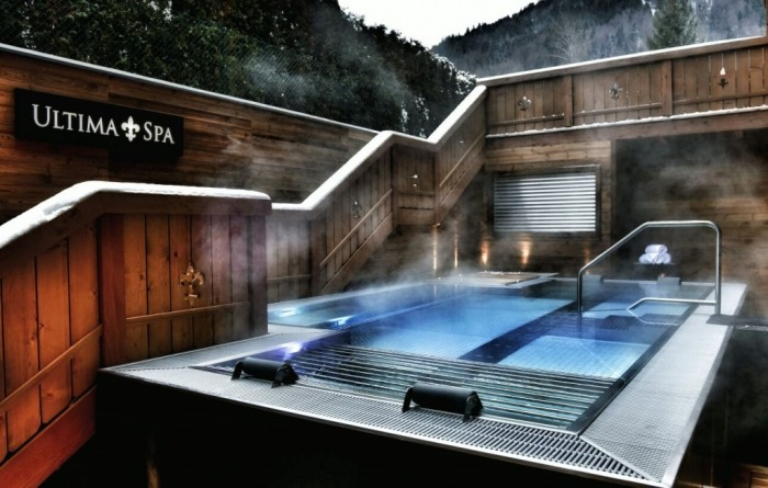 outside-jacuzzi-ultima-gstaad-teamreporter-ch