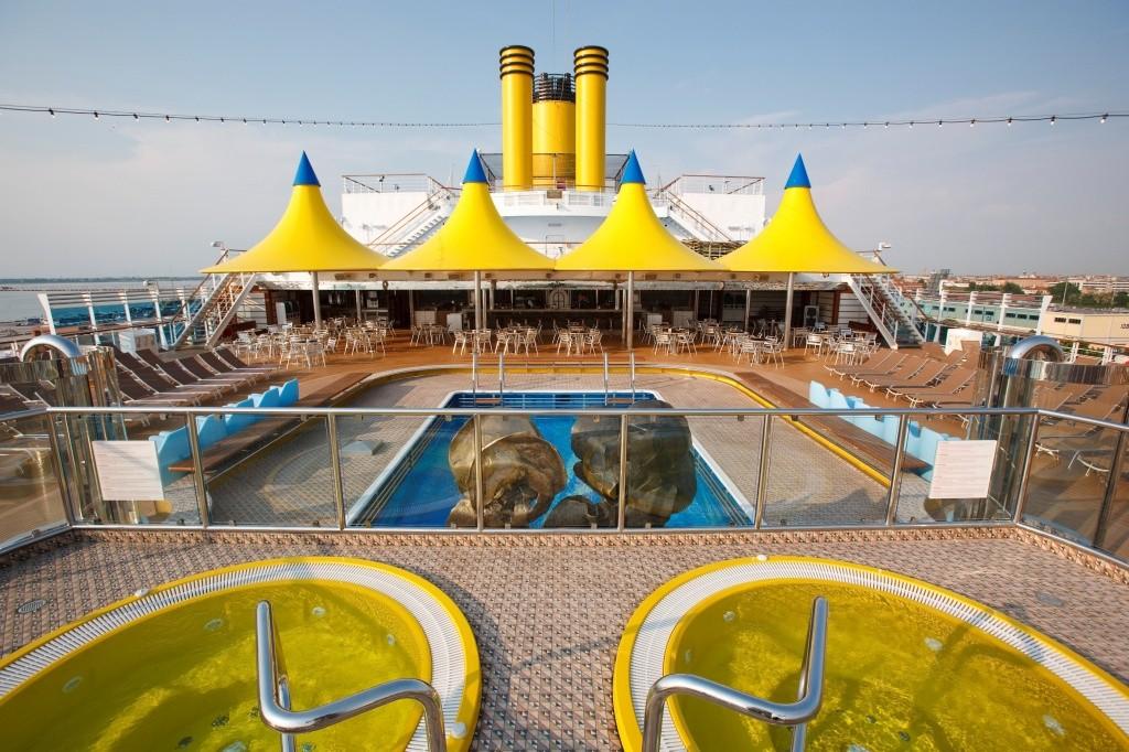 309881_696479_area_da_piscina_do_costa_luminosa