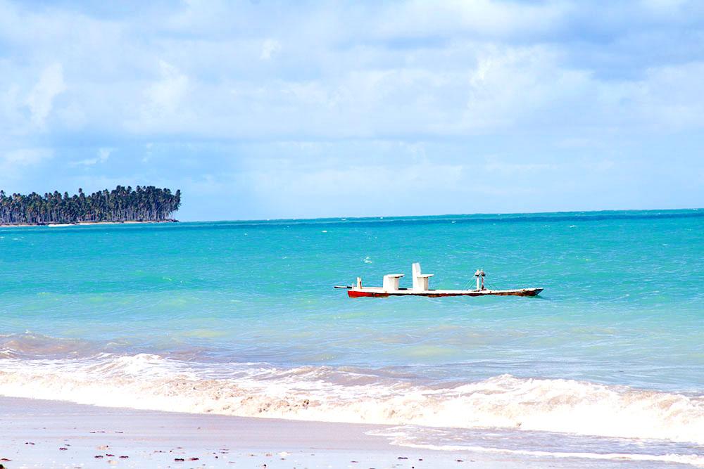 Água turquesa e coqueiros ao fundo marcam o cenário da Rota | crédito: Juju na Trip