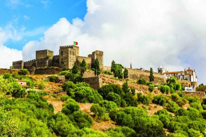 castelo-de-reguengos-de-monsaraz-no-alentejo_credito-turismo-do-alentejo