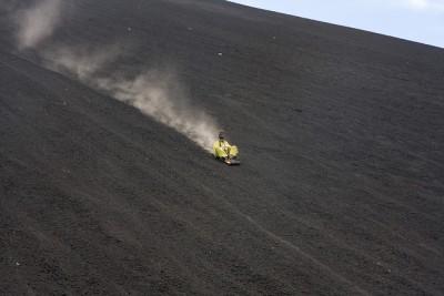 Sandboarding no Vulcão Cerro Negro, Nicarágua | foto: Garrett Ziegler