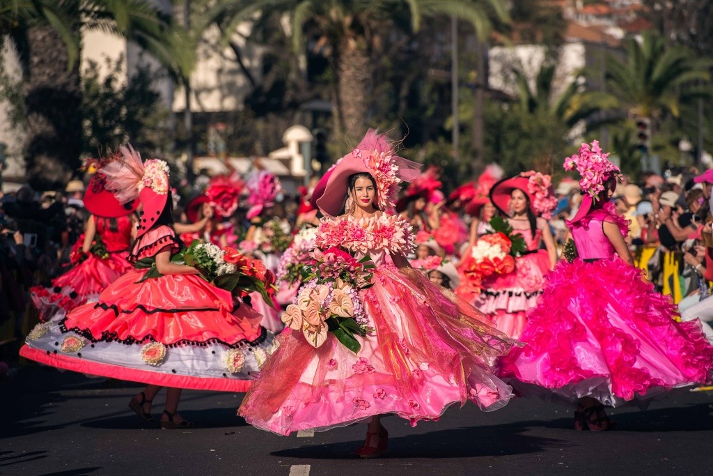 desfile-durante-a-festa-da-flor-na-ilha-da-madeira_-credito-francisco-correia