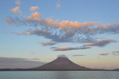 Isla Ometepe (formada por 2 vulcões) dentro do Lago Nicarágua | foto: Alex Keshavjee