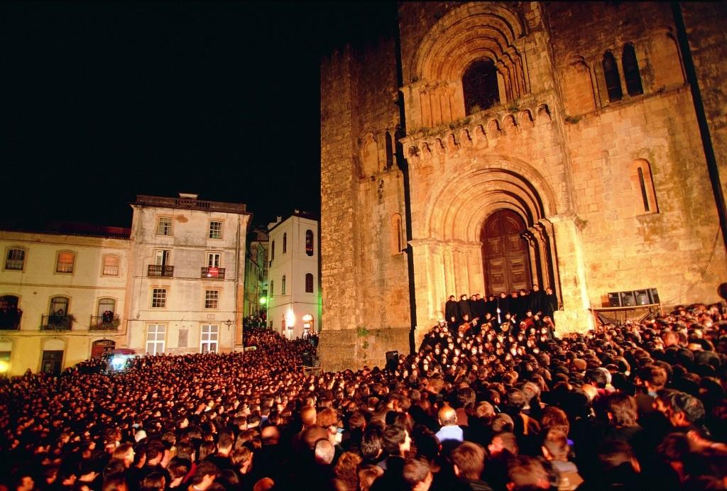 serenata-monumental-na-escadaria-da-se-velha-em-coimbra-regiao-do-centro-de-portugal_credito-turismo-do-centro