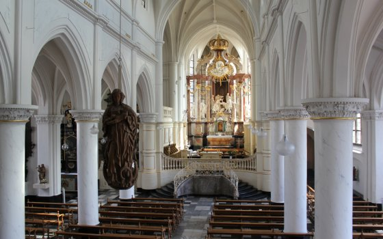 2406_fullimage_church-in-thorn-limburg_560x350