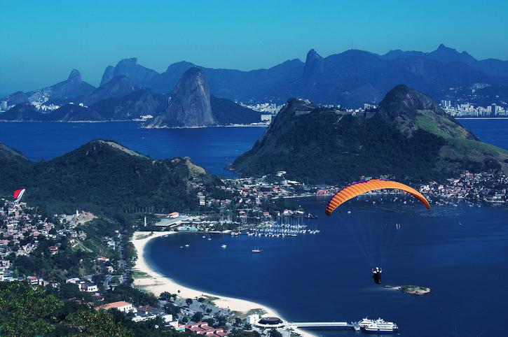 V?o de parapente em Niter?i - Rio de Janeiro - Brasil
