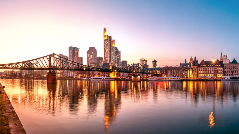 Frankfurt am Main, Skyline zur blauen Stunde