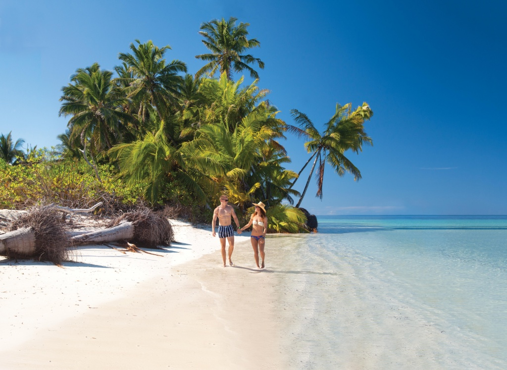 ai_couple_beach_walk Divulgação/ VisiteSeychelles