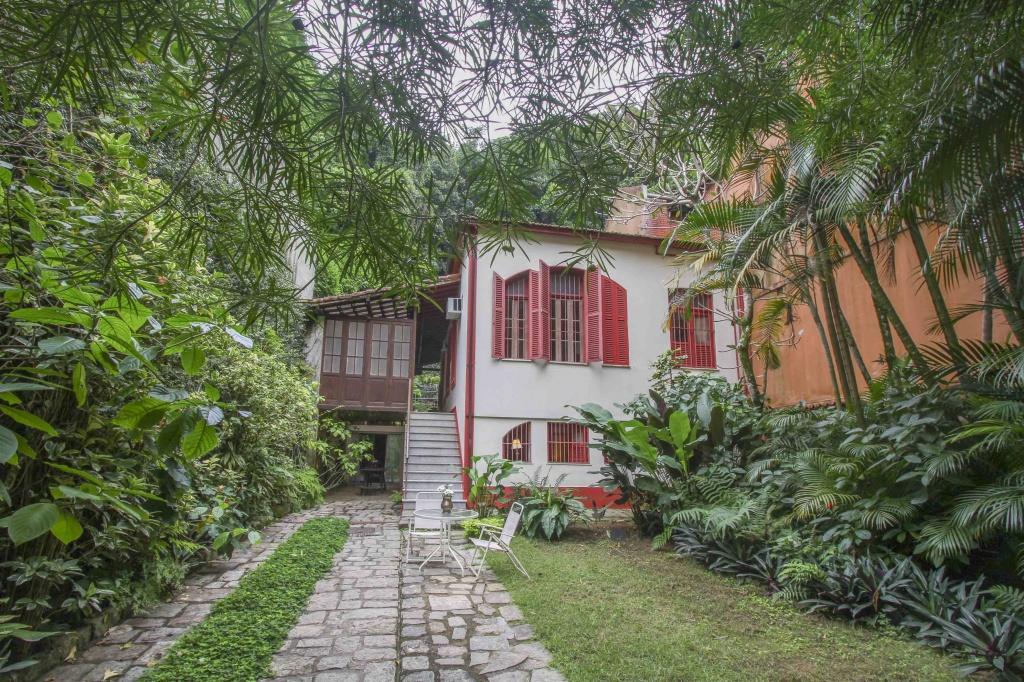 guest-house-solar-do-comes-foto-fachada-credito-travel-tall-em-baixa-1